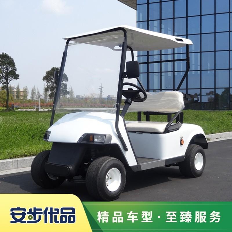 两座电动高尔夫球车,高尔夫球车,Club Car