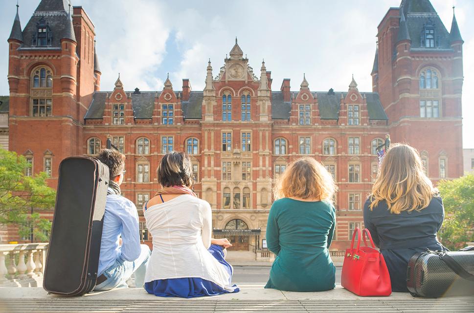 英国皇家音乐学院RCM一年的学费和生活费是多少?