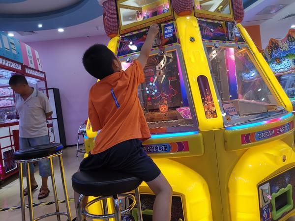 兒童遊樂場內惊現推幣機家長:這是在變相教孩子賭博