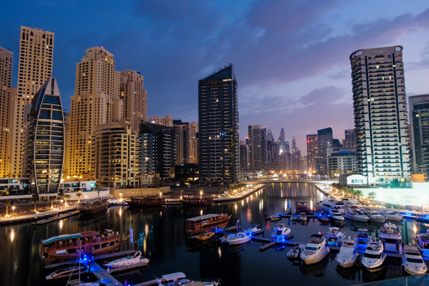 dubai-marina-with-boats-buildings-night-united-arab-emirates_1268-12198